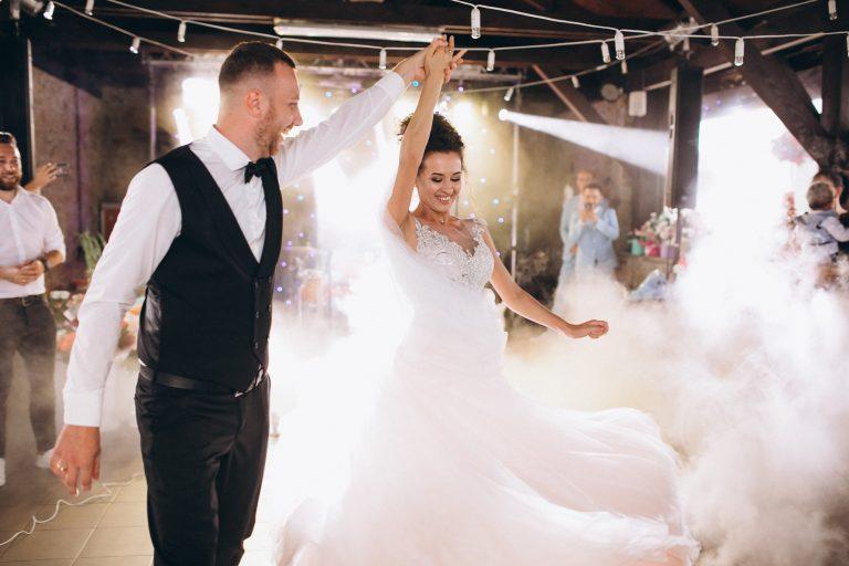 couple dancing in their wedding in Ottawa