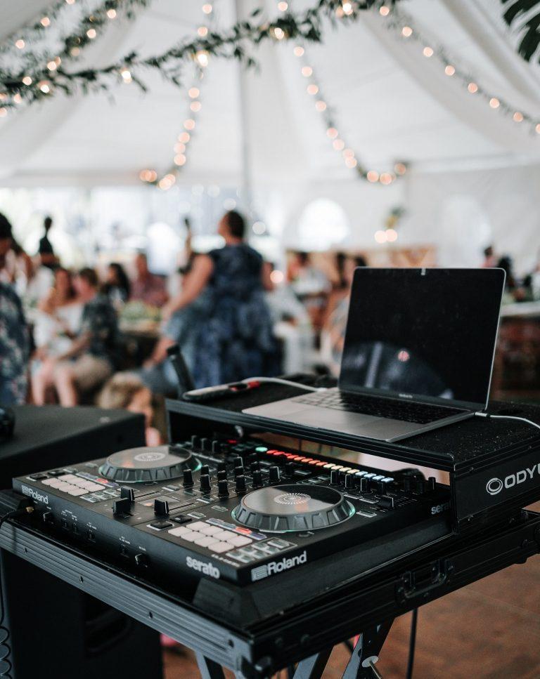 wedding dj in Ottawa playing music